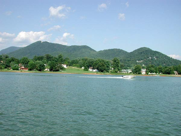 Bell Mountain on lake Chatuge